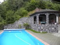 kombinacija kamna skrilj pri bazenu