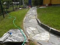 Okrasna pot proti vrtu