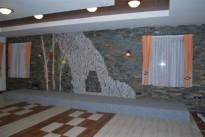 Stena dekorativno oblecena s skriljem
