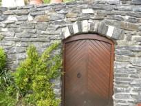 masivna vrata v kleti