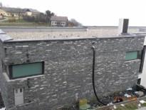 oblecena stavba s skriljem