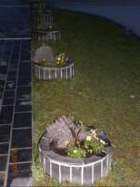okrasni lonec iz kamna za roze